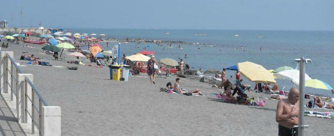Al mare solo turismo 'straccione'. E se i Comuni educassero i bagnanti?