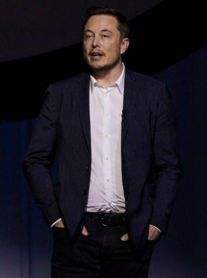 """Tesla, Elon Musk in lacrime rivela: """"Quest'anno è stato il più difficile e doloroso della mia carriera"""""""