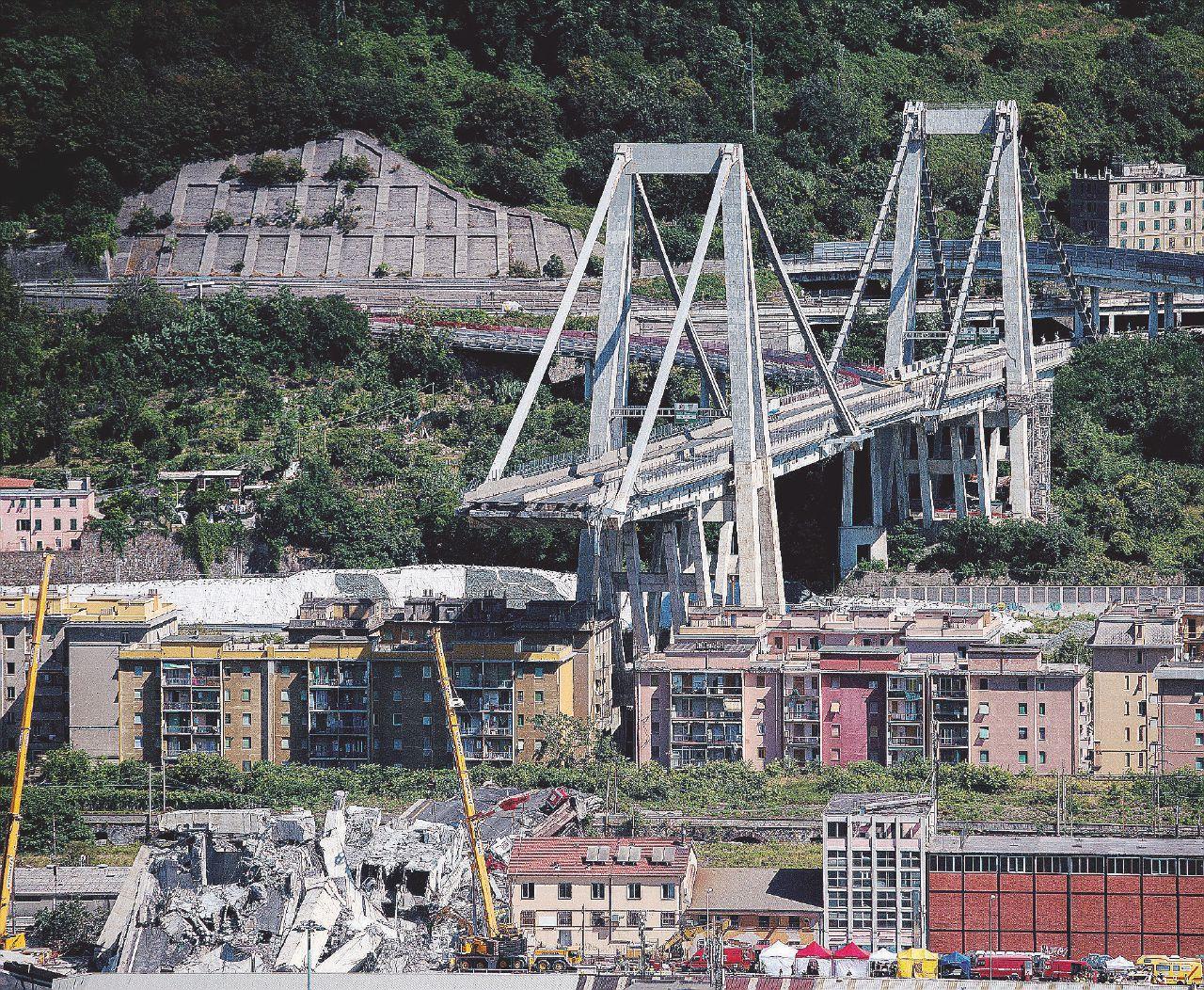 In Edicola sul Fatto Quotidiano del 19 agosto: Castellucci, ad della società, promette  un nuovo viadotto e risarcimenti per 500 milioni