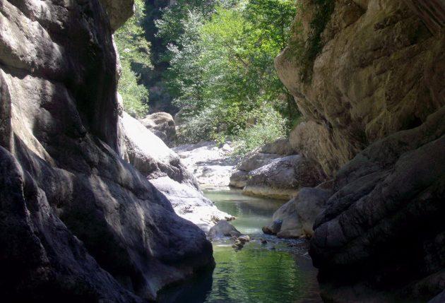 Calabria, torrente in piena nel parco del Pollino: 9 morti e