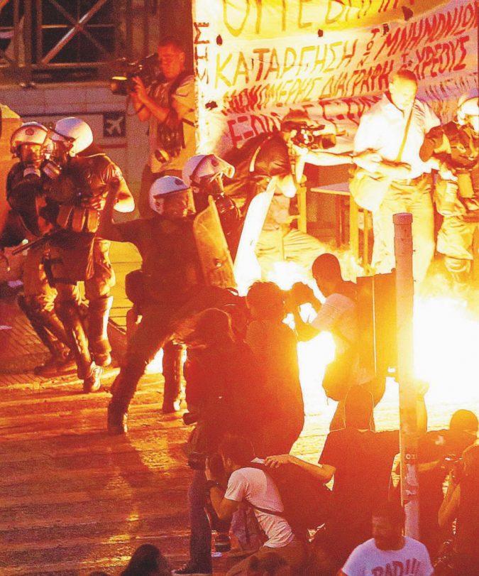 La Grecia spezzata ora è libera, anzi no: avanti fino al 2060
