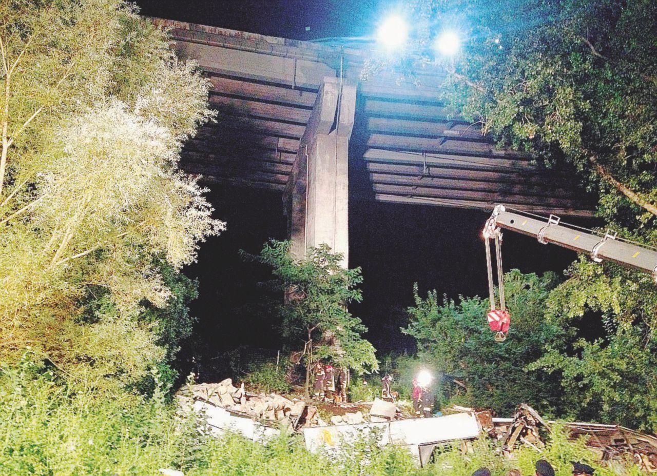 """In Edicola sul Fatto Quotidiano del 21 agosto: """"Genovesi, rifiutate i soldi di Autostrade. Han già fregato noi vittime di Avellino"""""""