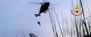 Calabria, il salvataggio di un ferito da parte dei vigili del fuoco alle gole del Raganello: l'intervento in elicottero