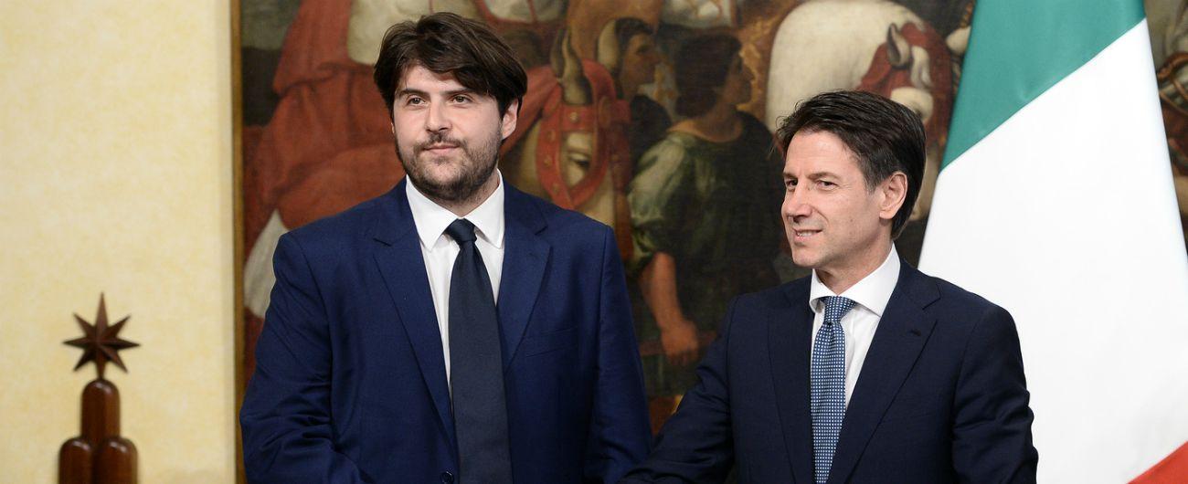 """Concessioni, il sottosegretario Buffagni: """"Rivedere pure quelle tv. Se Berlusconi non ha ricevuto favori non ha da temere"""""""
