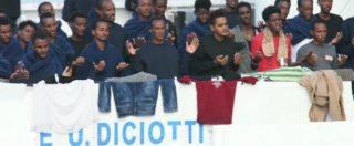 Nave Diciotti a Catania da due giorni, la preghiera dei migranti a bordo dell'imbarcazione