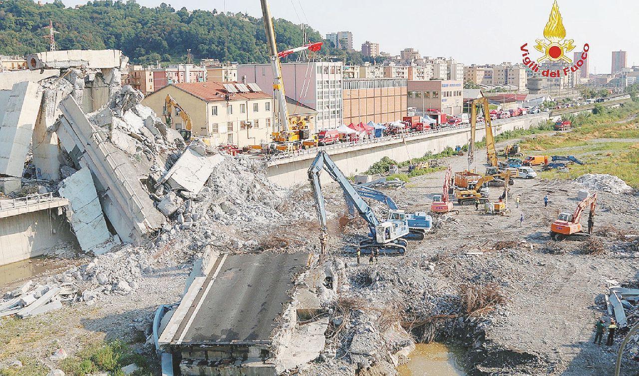 In Edicola sul Fatto del 23 agosto: Autostrade, investigatori a Genova, Roma e Firenze