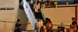 """Diciotti, i 27 minori sbarcano dalla nave. Aperta indagine per sequestro di persona. Salvini: """"Indagatemi"""". Poi attacca Fico"""