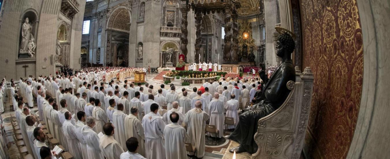 Pedofilia, Papa Francesco accusa il clericalismo? Lo cancelli superando il celibato
