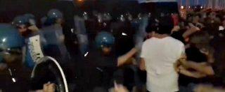 Diciotti, scontri tra manifestanti e polizia al presidio antirazzista: feriti tre attivisti e un agente