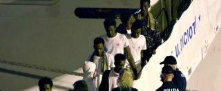 Diciotti, a terra tutti i 137 migranti rimasti per 5 giorni sulla nave. Le immagini dello sbarco