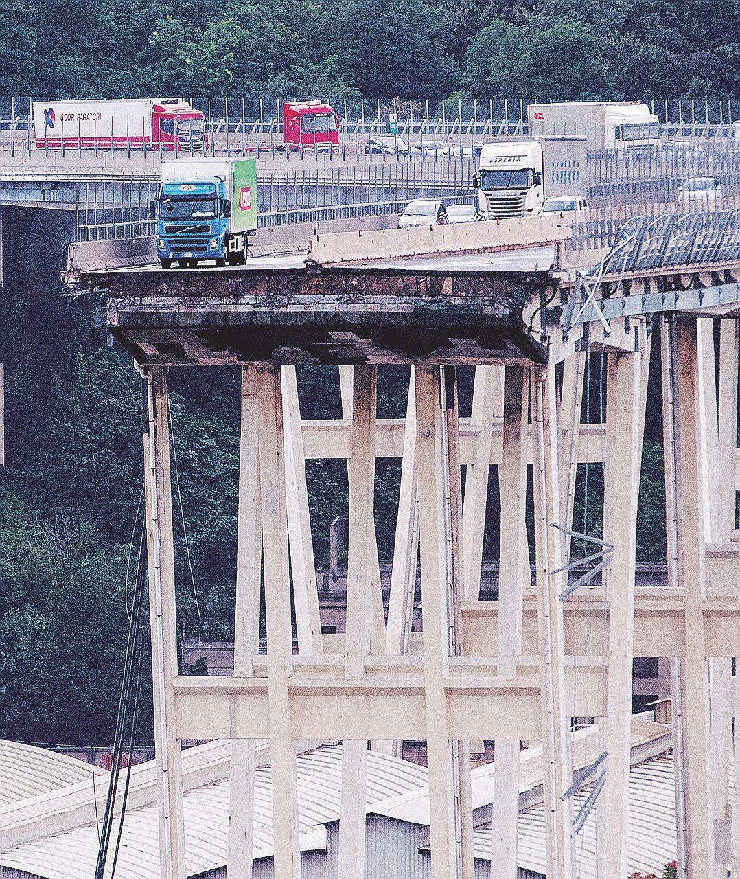 In Edicola sul Fatto del 29 agosto: ponti a rischio, tutti gli allarmi da Nord a Sud