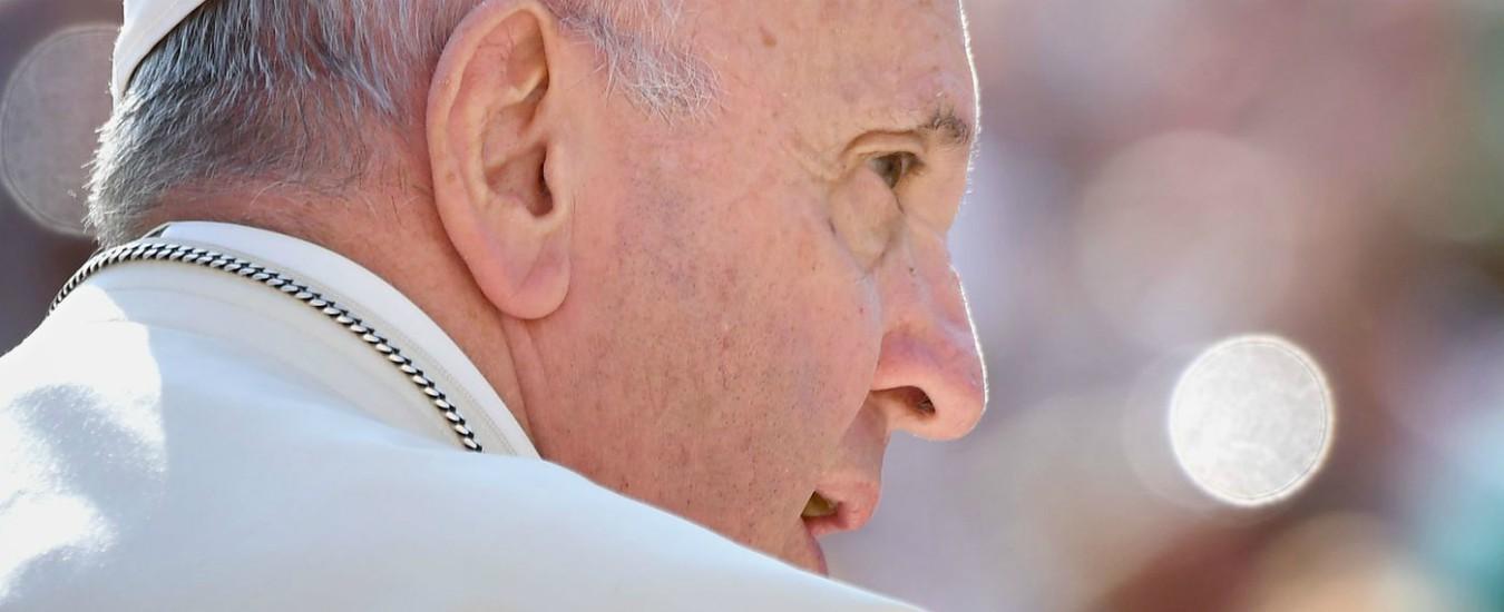 """Pedofilia, paese del Bergamasco raccoglie firme per il sacerdote condannato. La vittima scrive al Papa: """"Io contro tutti"""""""