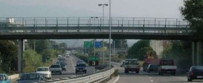 """Abruzzo, cavalcavia """"mai collaudato e a rischio crollo"""" sul raccordo Pescara-Chieti: riunione d'emergenza in prefettura"""
