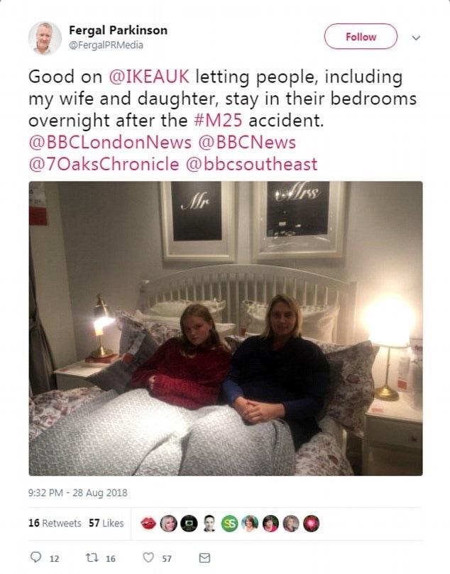 Bloccati per un incidente, Ikea gli offre i letti