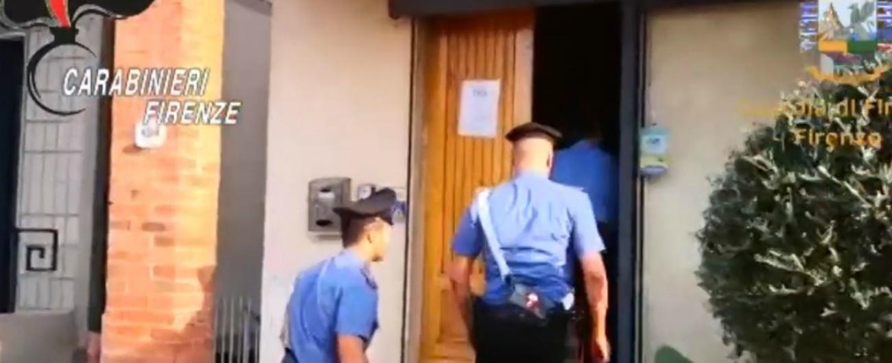 Migranti, inchiesta choc sui centri di accoglienza a Firenze: sovraffollamento, cibo avariato e bagni mai disinfettati