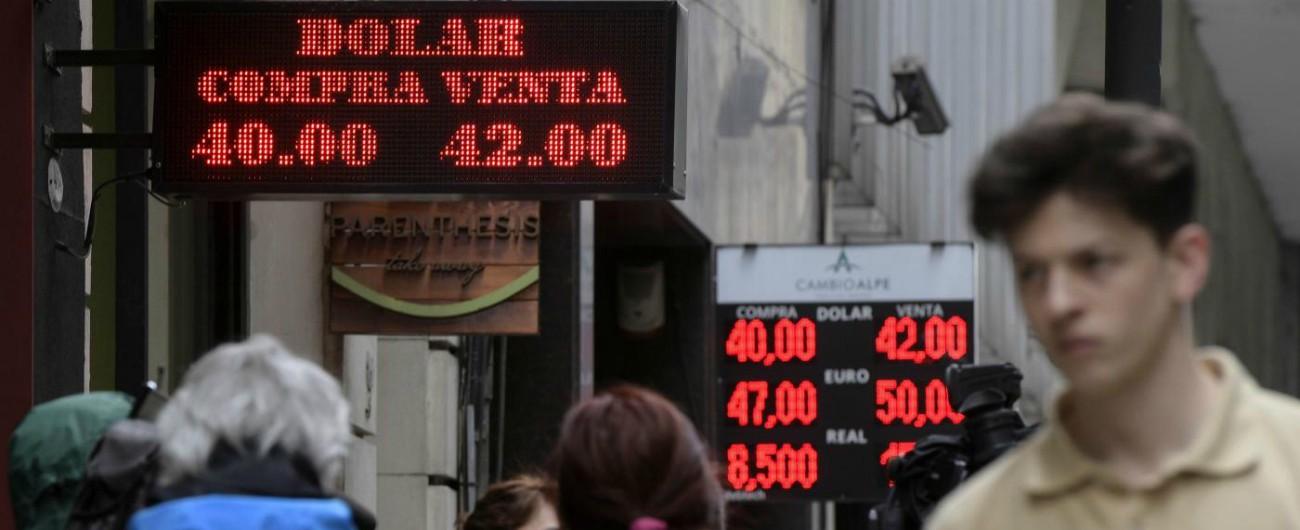 Argentina, peso fuori controllo: tassi di interesse al 60%. Macri chiede a Fmi di accelerare salvataggio da 50 miliardi