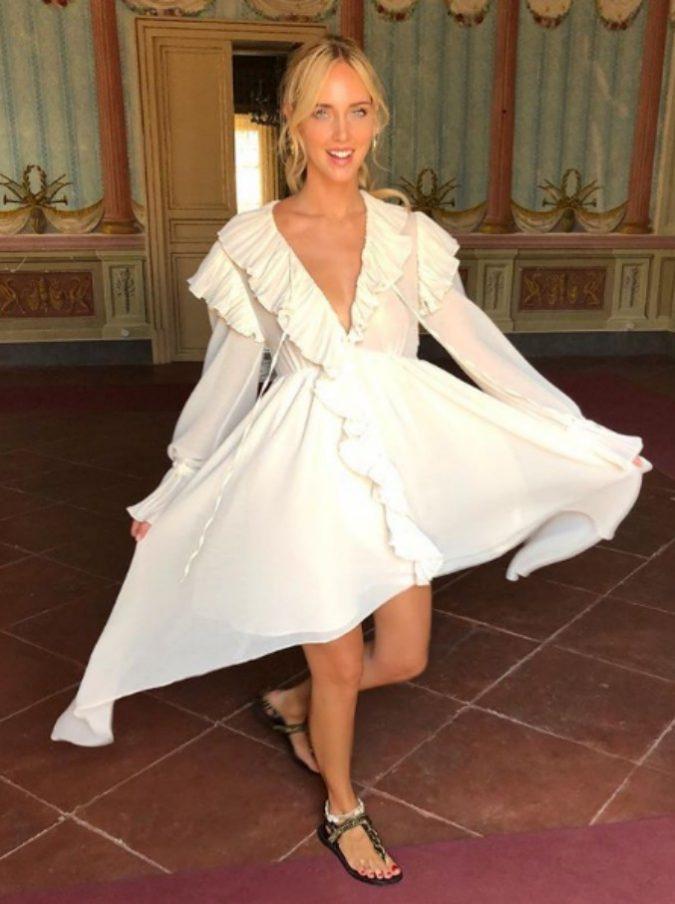 Moda, se anche Chiara Ferragni sceglie il tacco basso: la riscossa di rocchetti, slingback &co