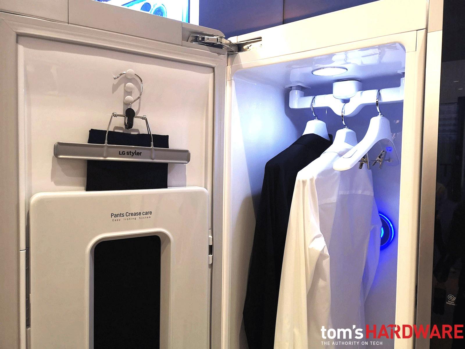 """LG Styler, l'armadio smart che lava, asciuga e stira: il """"rinfresca"""" abiti"""