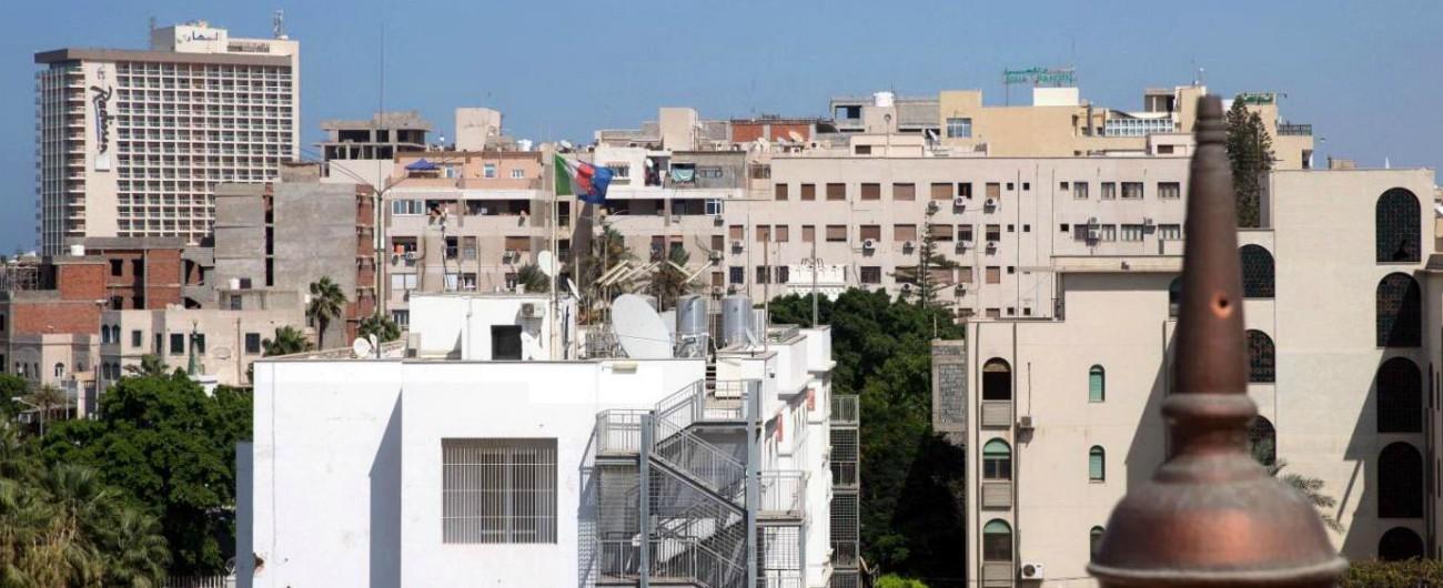 Libia, continuano gli scontri intorno a Tripoli: il premier Al-Serraj proclama lo stato di emergenza nella capitale