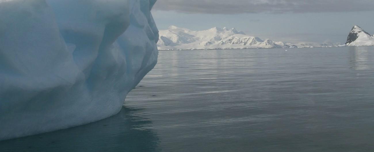 """Artico, enorme massa d'acqua calda sotto il ghiaccio: """"In 30 anni la temperatura è raddoppiata, è una bomba a orologeria"""""""