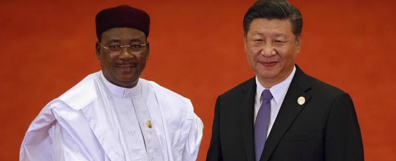 """Cina, la diplomazia dei dollari conquista l'Africa: prestiti per 60 miliardi di dollari per """"comprare"""" il continente"""