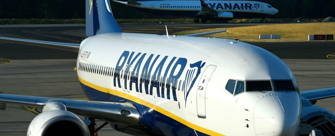 """Ryanair, l'Antitrust sospende la tariffa supplementare sul bagagli a mano: """"Induce in errore il consumatore"""""""