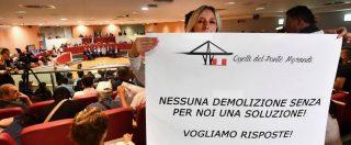 """Ponte Morandi, gli sfollati fuori dal Consiglio regionale: """"Pronti a tutto"""". Di Maio: """"Hanno ragione, ora un decreto"""""""