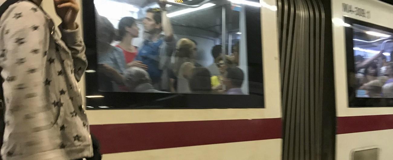 """Roma, chiusa la metro A: """"Incendio in una galleria servizi alla stazione Termini"""""""