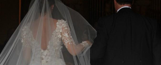 Venezia, la provocazione del parroco: tassare le scollature degli abiti da sposa