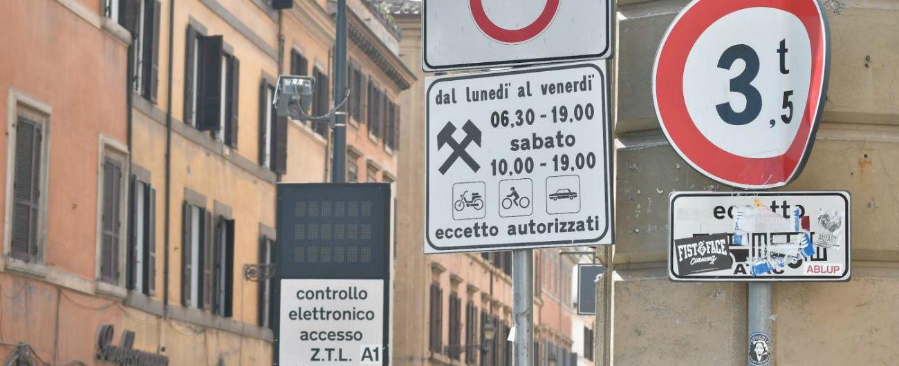 Ecopass Roma, M5s si spacca: ritirata la delibera. Pd esulta. Raggi: 'Fatto per avere contributo dall'opposizione'