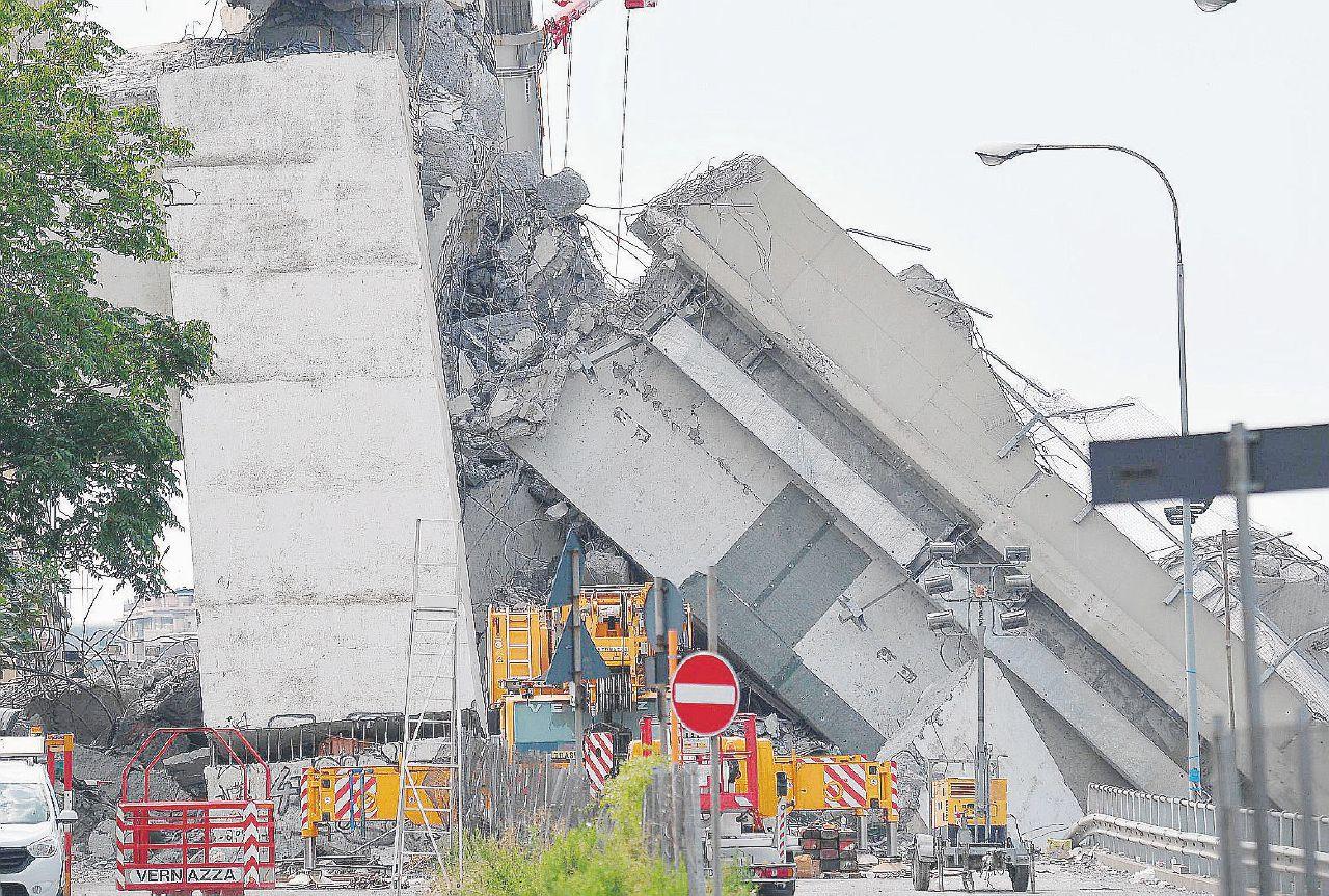 Sul Fatto del 7 settembre: Ponte Morandi, i pm di Genova li accusano di omicidio e disastro colposi