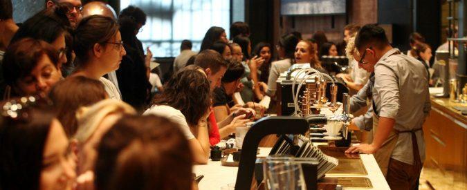 Il caffè Starbucks a Milano serve per fare conversazione