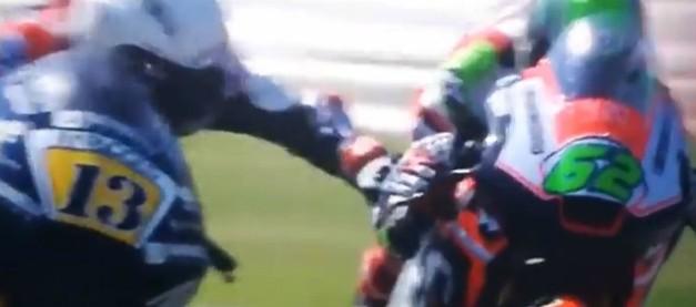 """Moto2, Fenati choc: afferra il freno di Manzi: per lui due giornate di squalifica. Il manager: """"Pura adrenalina"""" – VIDEO"""
