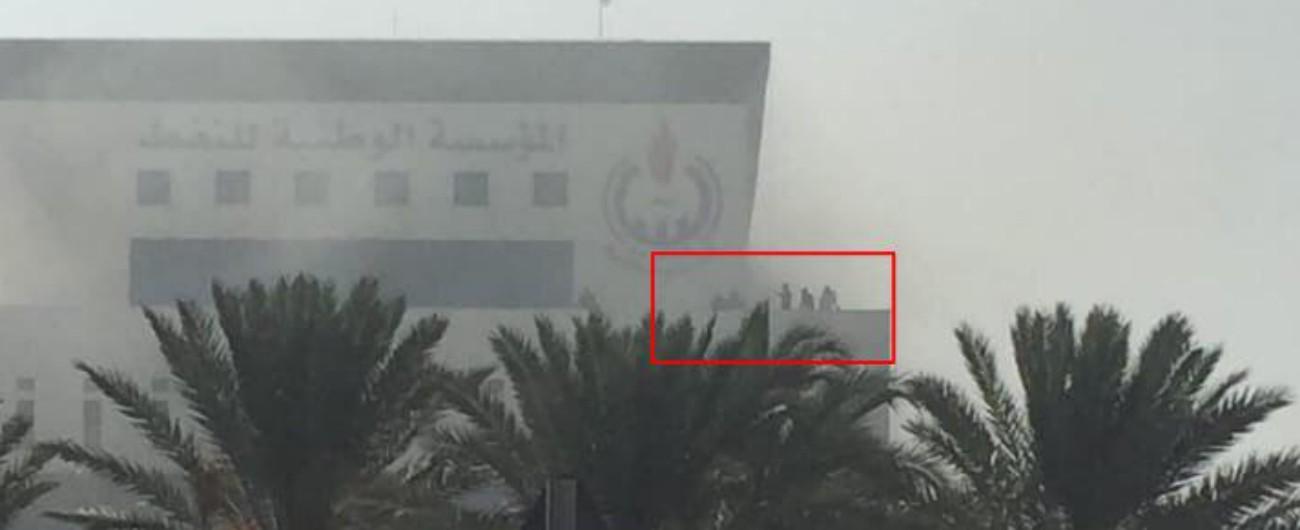 """Libia, concluso attacco alla National Oil Corporation: """"Morti tre civili e i sei attentatori"""". E Moavero vola da Haftar"""