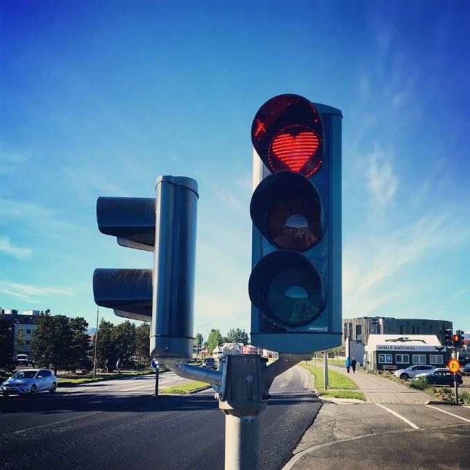 Islanda, ecco i semafori a cuore di Akureyri. Per tornare a sorridere