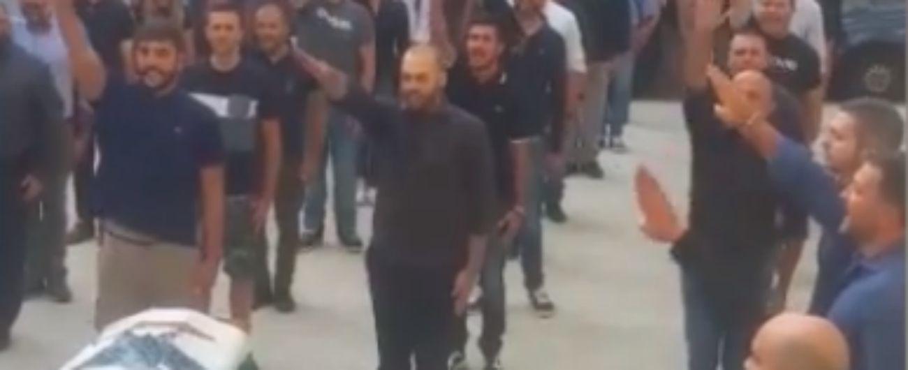 Sassari, saluto fascista al funerale: 23 persone identificate e denunciate