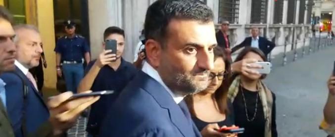 """Fondi periferie, Anci: """"Trovato accordo col governo"""". Alla Camera scontro Lega-Pd: """"Marchette"""". Fiano: """"E loro sono ladri"""""""