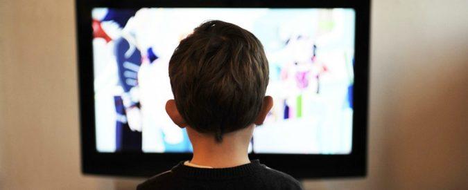 Il mezzo di comunicazone universale è ancora la televisione. Chiediamoci perché