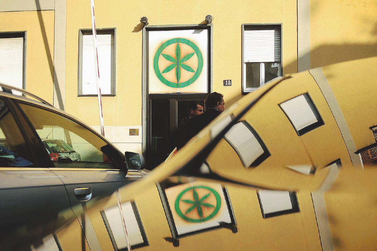In Edicola sul Fatto del 13 settembre: la caccia ai soldi della Lega porta i pm in Lussemburgo