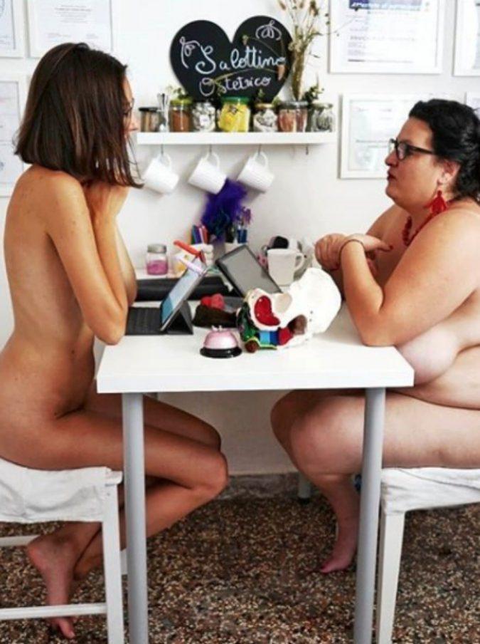 Violeta Benini, ecco chi è l'ostetrica che si fa intervistare nuda e diventa un cult in rete