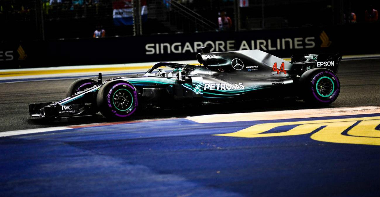 """F1 Gp Singapore 2018, Hamilton davanti a tutti, Vettel """"era battibile"""", orari tv su Sky e TV8 (DIRETTA)"""
