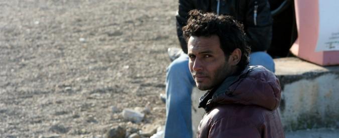 """Migranti, 130 tunisini trasferiti a Trapani da Lampedusa. Viminale: """"Rimpatrio lunedì"""". Tunisi: """"No a modifica accordi"""""""