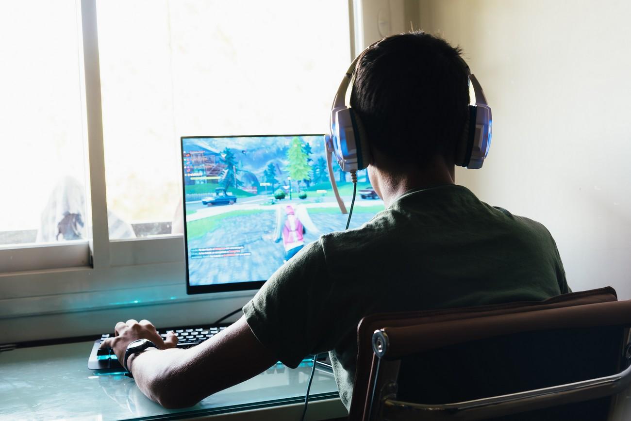 Giocare online fa prendere voti migliori in matematica, ma solo ai maschi