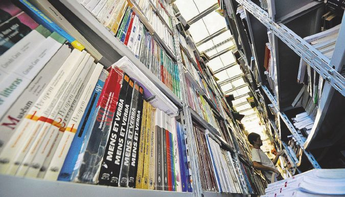 Il business dei libri di scuola tra tetti di spesa e riedizioni