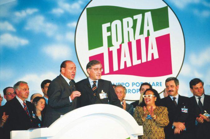 Berlusconi, 1993-2018: il ritorno al passato del Caimano. Da ricattatore a ricattato sugli spot in tivù