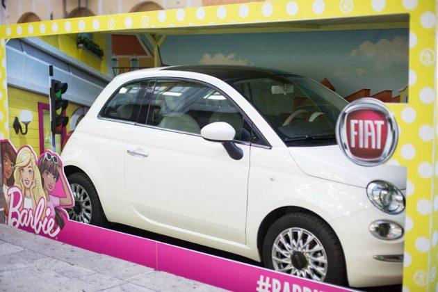 Fiat 500 e Barbie, ancora insieme a Milano. Ma occhio alla c