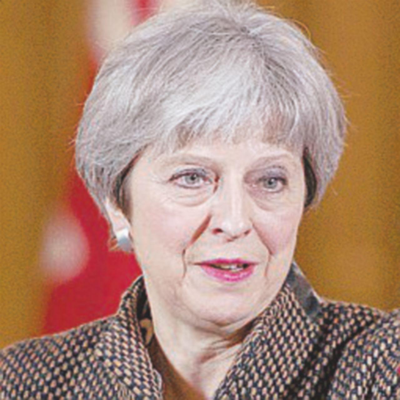 Uscita dall'Ue senza accordo. May gioca a fare la dura