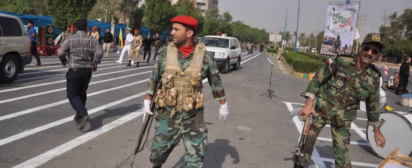 """Iran, spari sulla parata militare: 29 morti e 53 feriti. Il gruppo Al-Ahwaz rivendica. Il governo: """"Pagati da sauditi e Usa"""""""