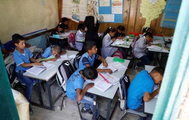 """Israele, entro 1 ottobre il villaggio beduino di Khan al Ahmar e la """"scuola di gomme"""" devono essere demoliti"""