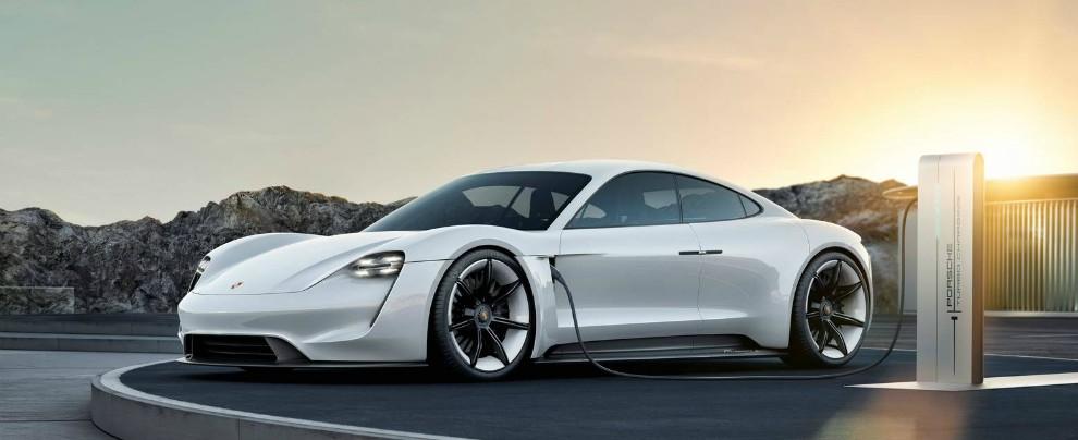 """Porsche, il nuovo corso: """"Niente più diesel. In futuro solo ibride ed elettriche"""""""